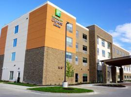 Holiday Inn Express & Suites Omaha - Millard Area, hotel in Millard