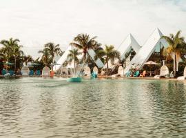 Pyramids in Florida, Hotel in Estero