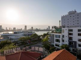 Marinas Penthouse Close To Dragon Bridge, apartment in Danang