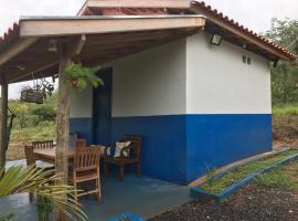 Chalé azul, hotel in Delfinópolis