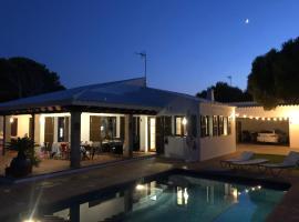 Villa con piscina Cala Morell, hotel en Cala Morell