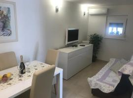 Holiday home Nadi - cosy & quiet, hotel in Milna