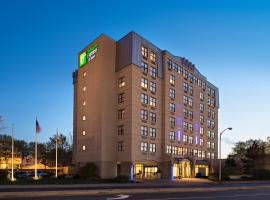 Holiday Inn Express & Suites Boston - Cambridge, hotel near TD Garden, Cambridge