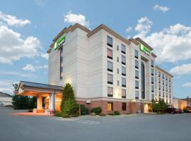 Holiday Inn Express Hotel & Suites Bloomington, an IHG Hotel, hotel in Bloomington