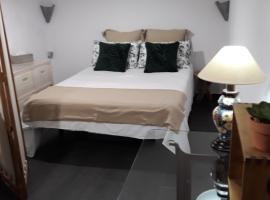 LA CUEVA DE H y M, habitación en casa particular en Granada