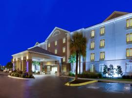 Holiday Inn Express Hotel & Suites Charleston-Ashley Phosphate, hotel in Charleston