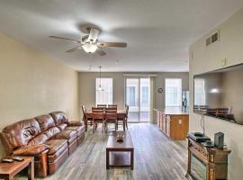 North Phoenix Townhome with Balcony, Pool Access, villa in Phoenix