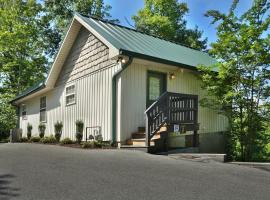 Pine Needles (#6), cabin in Pigeon Forge