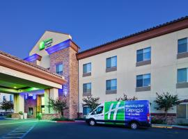 Holiday Inn Express & Suites Clovis Fresno Area, hotel near Fresno Yosemite International Airport - FAT, Clovis