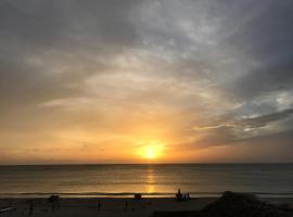 Resort maya beach, отель в Тринкомали