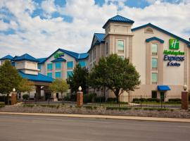 Holiday Inn Express & Suites Chicago-Midway Airport, hotel near Midway International Airport - MDW,