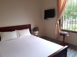 Anh Dung Guest House, family hotel in Lang Co