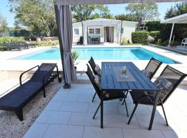 Apartments Donna with Swimming Pool, hotel in Rovinj