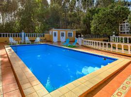 Villa Rural con Piscina Climatizada y Barbacoa, hotel in Las Lagunas