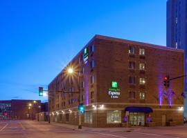 Holiday Inn Express Hotel & Suites Minneapolis-Downtown Convention Center, an IHG Hotel, hotel in Minneapolis