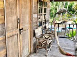Beachfront Hut Downstairs Astra - Beach Shack Chalet, Hotel in Pulau Tioman