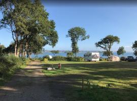 Camping Les Pieds dans l'Eau, hôtel à Crozon