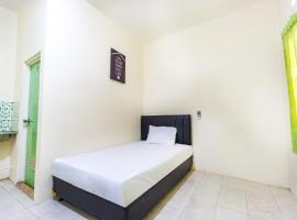 OYO Life 2420 Kost Luqman 1, hotel in Depok