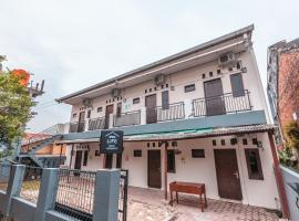 OYO Life 2424 Kost Luqman 2, hotel in Depok