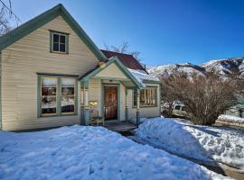 'Victory Victorian House' Walk to Downtown!, hotel in Glenwood Springs