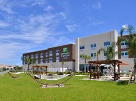 Holiday Inn Express & Suites Trinity, hotel near Wentworth Golf Club, Trinity
