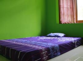 Homestay Mbak Karti, hostel in Sermo