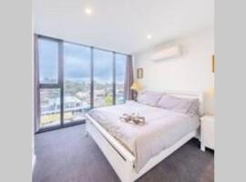 Modern Luxury 3 Bedroom Apartment with Sea Views, hotel near Moorabbin Airport - MBW,
