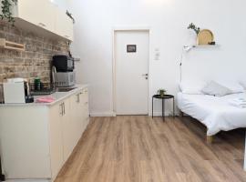 Geula Beach Studio Apartments by Homy TLV, apartment in Tel Aviv