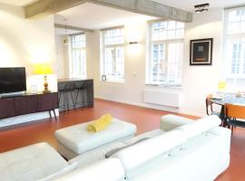 Alesia at Friday - BnB Antwerp Historic City Centre - FREE PARKING GARAGE, apartment in Antwerp