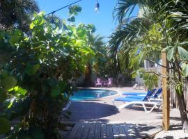 Pauline's Apartments, appartement in Palm-Eagle Beach