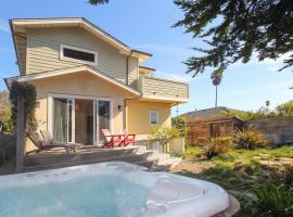 New Listing! Modern Beach House w/ Hot Tub home, vacation rental in Santa Cruz