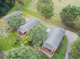 The Cowshed Wairoro Park - Russell Holiday Home, hotel in Russell