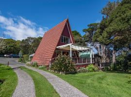 The Point House Wairoro Park - Russell Holiday Home, hotel in Russell