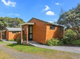 The Hayshed Wairoro Park - Russell Holiday Home, hotel in Russell