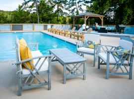 Lakefront Property Two Bedroom #34 at Long Cove Resort, vacation rental in Charlotte