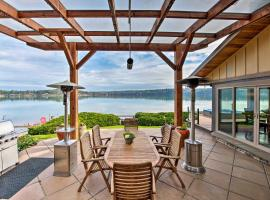 Similk Bay Retreat with Deck, Fire Pit&Hot Tub!, hotel in Anacortes