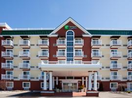 Holiday Inn Express Hotel & Suites Petoskey, hotel in Petoskey