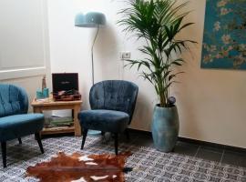 Huis te Zuylen - Huis te Zuylenlaan 2, hotel near Central Studios B.V., Utrecht