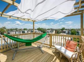 Modern 2 BR + Private Rooftop + Skyline Views + EZ Parking, pet-friendly hotel in Philadelphia