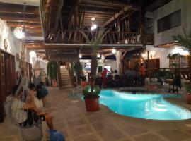Weekendhostal, hotel in Montañita