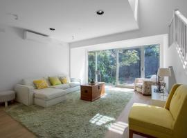 Villa Comfy holiday house with pool@Rosanna Melburnā