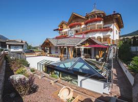 Hotel Ambiez, hotel in zona Lago di Molveno, Andalo