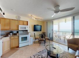 Incredible Views from this Renovated Beachfront Getaway @ the Apollo!!!, beach hotel in Marco Island