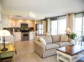 Renovated Condo Offering Free Beach Access!!, hotel in Marco Island