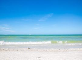Ideal for Conference @ J.W. Marriott / Access to Beach!!, hotel in Marco Island