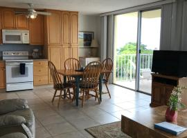Location, Location!! Free Beach Access!!, hotel in Marco Island