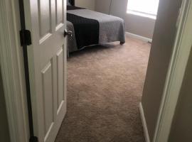 Comfortable Queen Size BED Room W-TV, homestay in Atlanta