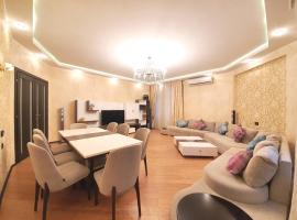 Stunning apartment in the city center by Time Group, apartamento em Baku