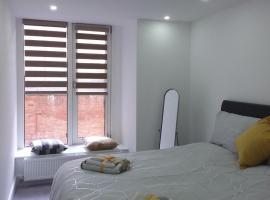 Elm Street, apartment in Ipswich