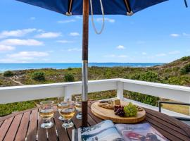Oceanside Bach - Mount Maunganui Holiday Home, hotel in Mount Maunganui